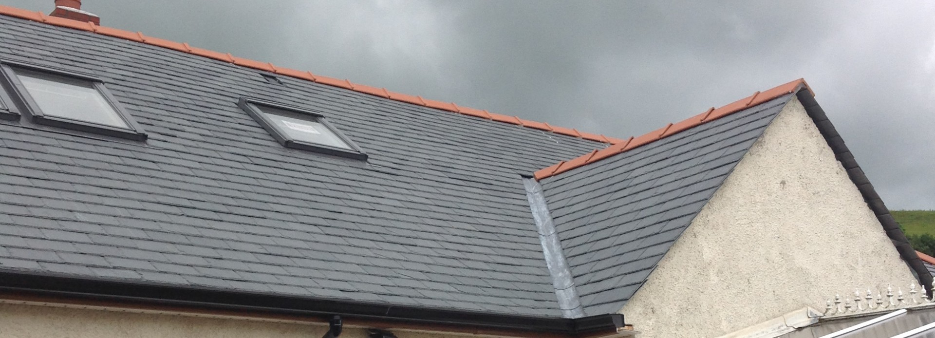 Calidad slates on the roof with clay ridge tiles