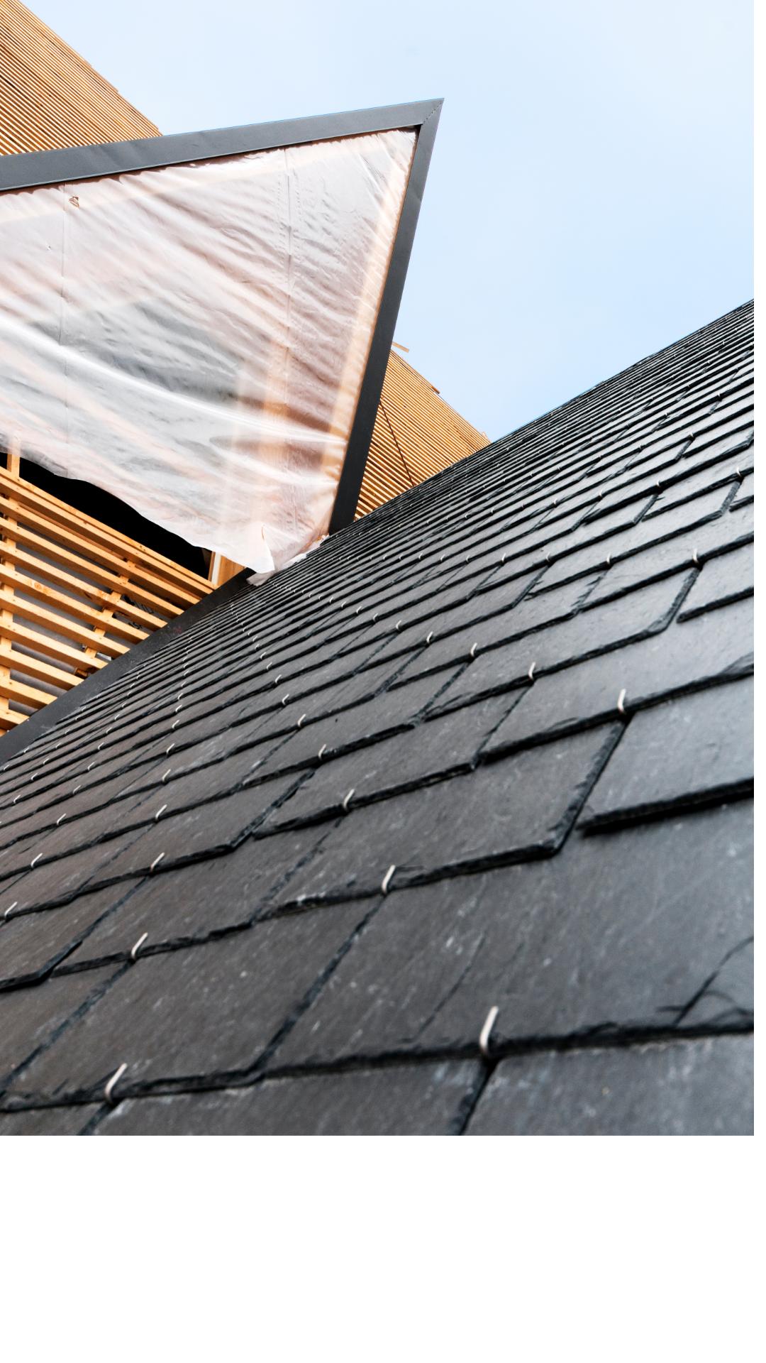 Slate roof with hooks